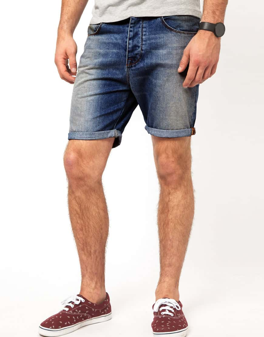 The best jeans for short men are those that sit below the natural waist or your belly button. It will create the illusion of a longer torso, which will give you a taller silhouette. Overall jeans.
